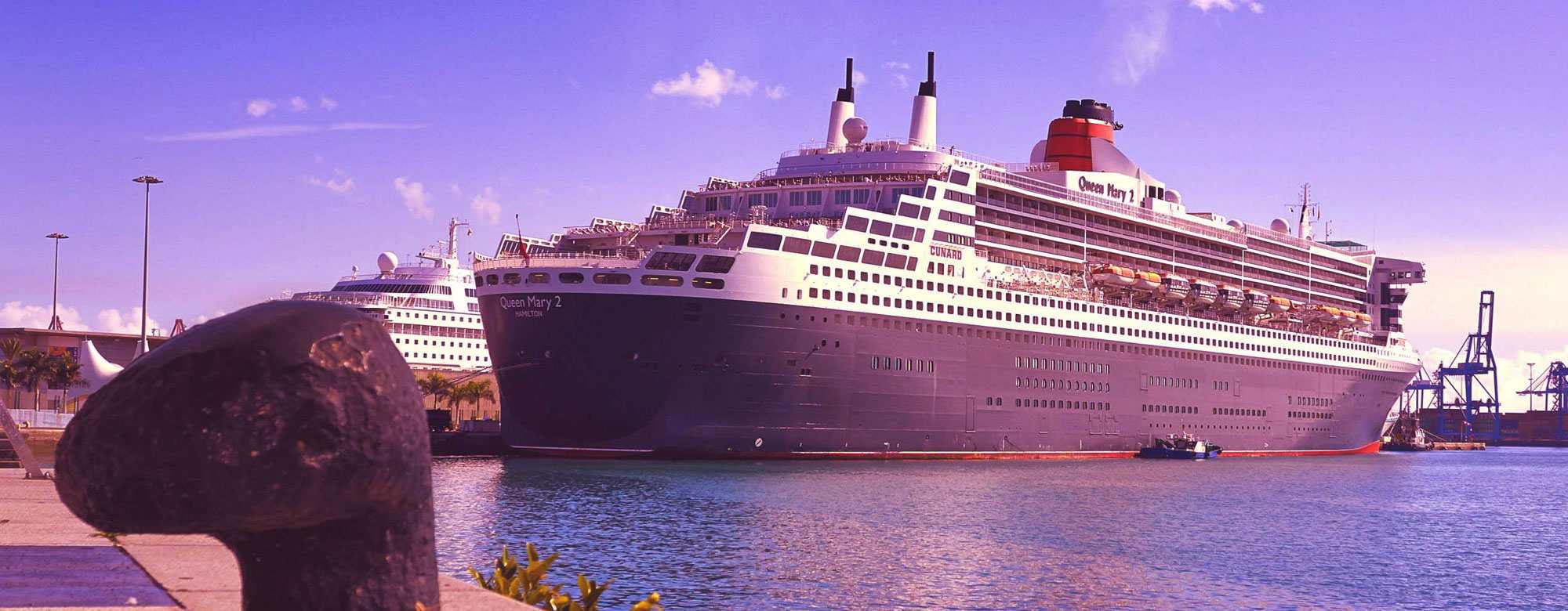 Queen mary 2 in port