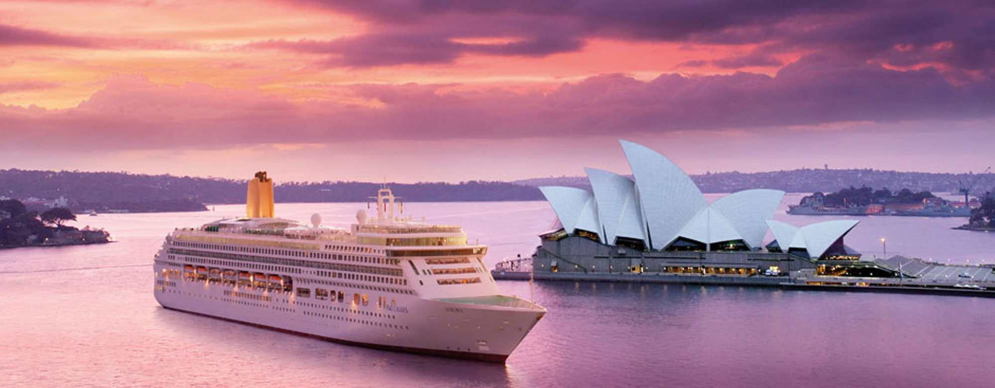 p & o Ocean Liner sydney opera house